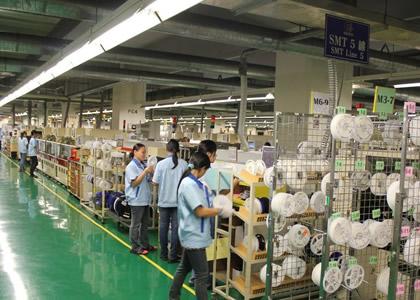 公司生产车间-忙碌中的员工